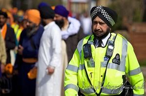 Brittisk polis med Sikhisk turban (dastar)