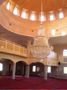 Interiör, moskén i Fittja, Botkyrka. Fotograf är artikelförfattaren I.D.