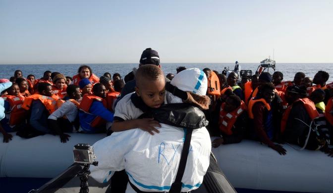 Vad är skillnaden på flyktingar och migranter?