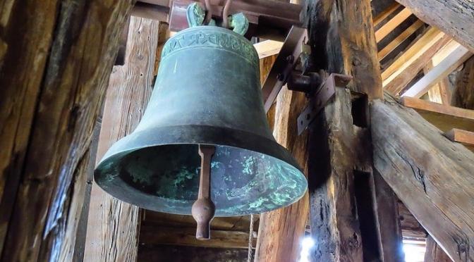 kyrkklocka brons